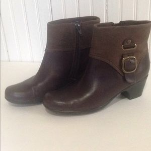 Clarks Bendables brown Leather boots size 7,